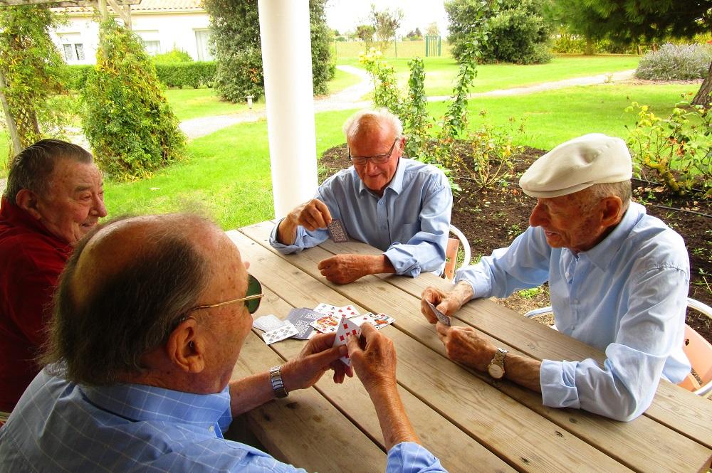 Rire, jouer : la bonne humeur, c'est la santé des seniors !