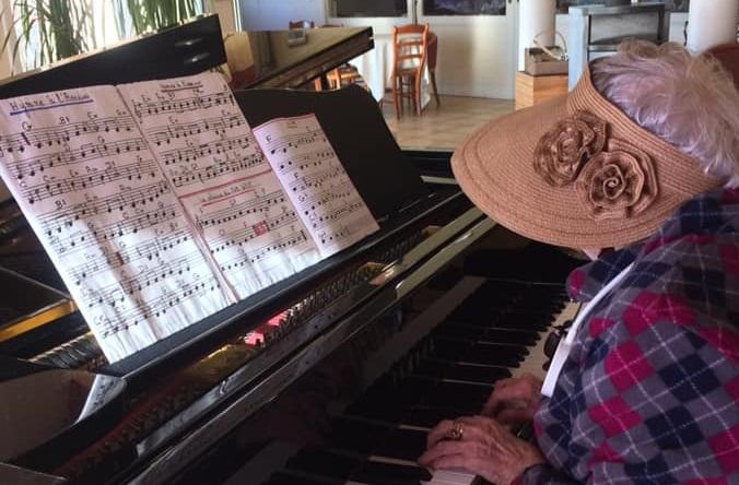 Plus de 90 ans et toujours passionnée de musique